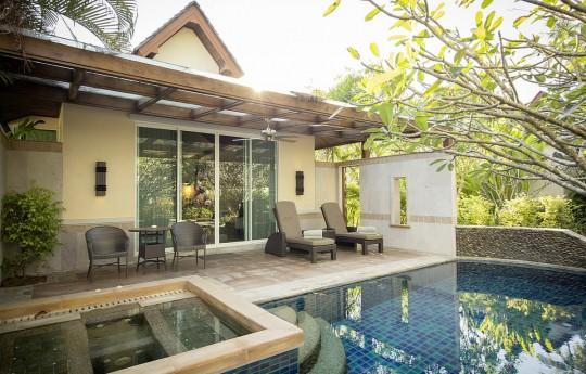 크기변환_csm_kl-bux3-superior-pool-bungalow-pool-5_06a4d2bbe3.jpg