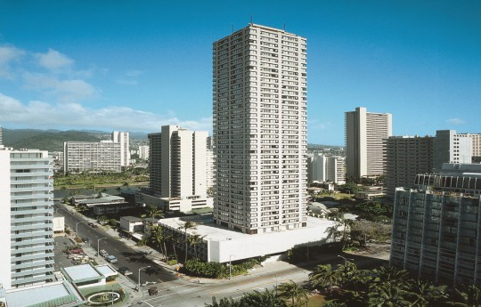 꾸미기_Holiday_Inn_Express_Honolulu_Waikiki_Exterior_Main.jpg