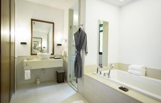 크기변환_csm_kl-bux3-superior-pool-bungalow-badezimmer_012ed96c5d.jpg