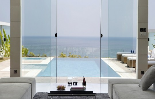 Living Room Facing to the Ocean.JPG