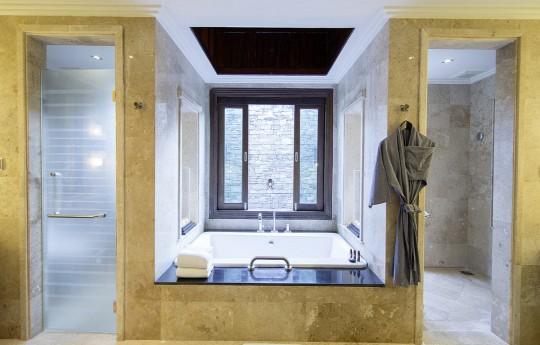 크기변환_csm_kl-bux3-superior-pool-bungalow-badezimmer-2_b8ac1d141e.jpg